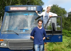 Normal_ntr_de_buitendienst_tom_en_yannick_met_bus