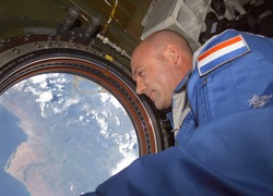 Normal_andre_kuipers_iss