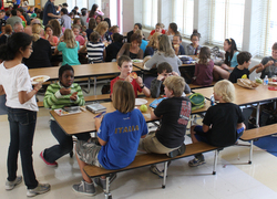 Normal_schoolkantine__middelbare_school__lunchen