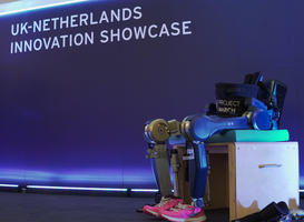 Exoskelet MARCH van TU Delft