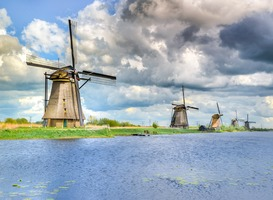 Normal_kinderdijk__molens__water__gras__wolken