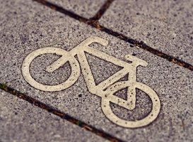 Normal_cycle-path-3444914__340