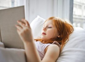 Normal_a-girl-reading-a-book-while-lying-on-bed-3761515
